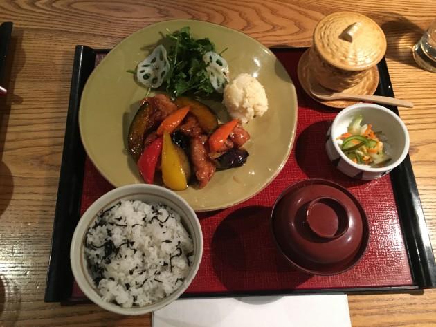 大戸屋鶏と野菜の黒酢